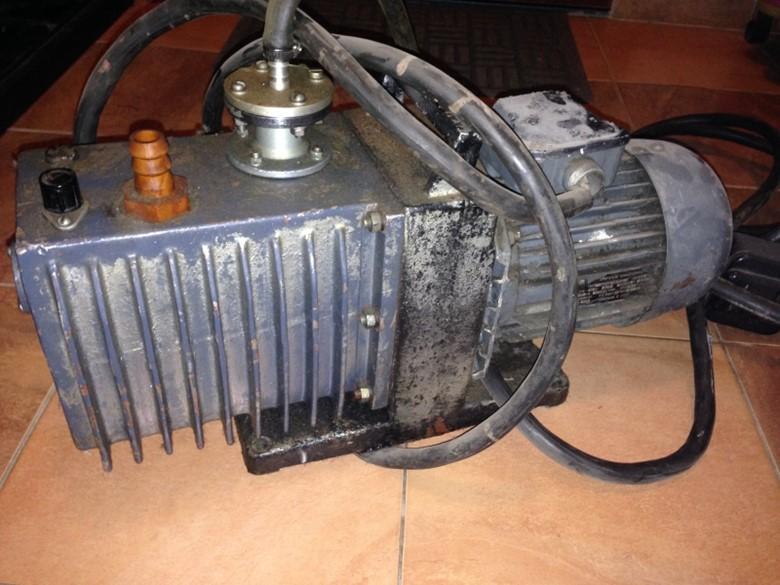 вакуумный пластинчато-роторный насос
